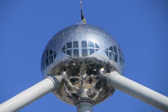 Esfera en la que está ubicado el restaurante del Atomium de Bruselas