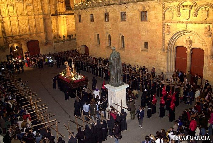 Promesa del Silencio de la Hermandad Universitaria ante el Cristo de la Luz y Nuestra Señora de la Sabiduría el Martes Santo Semana Santa Salamanca
