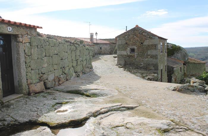 Algunas casas típicas de Castelo Bom