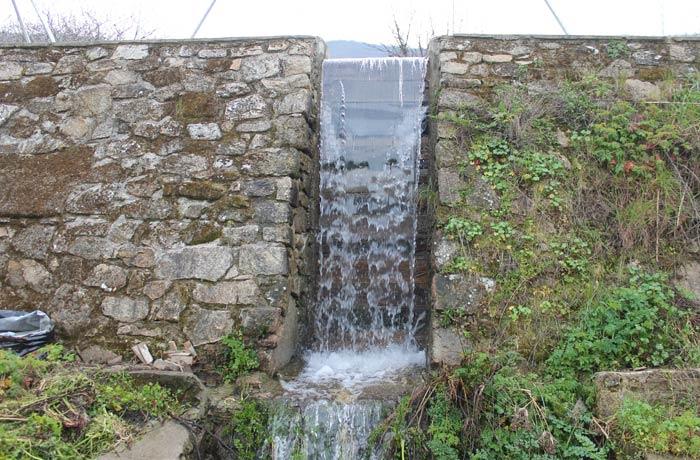 Pequeño embalse de agua en las inmediaciones de Navaconcejo senderismo en el Jerte