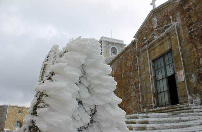 Hielo junto a la iglesia del Santuario Peña de Francia