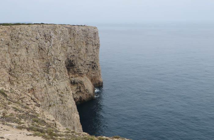 Uno de los acantilados y el Océano Atlántico Cabo San Vicente Portugal