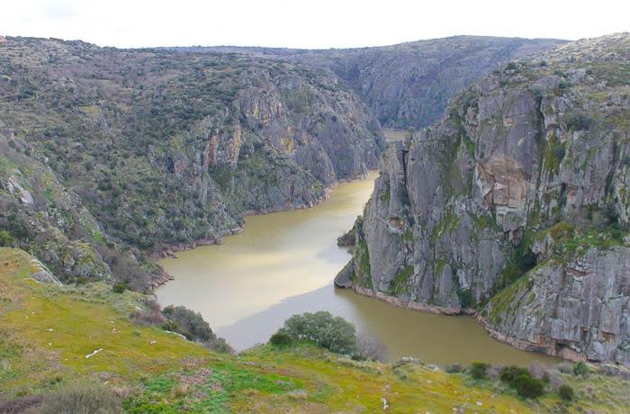 Vista de las Arribes del Duero desde el mirador de la rua do Penedo Amarelo qué ver en Miranda do Douro