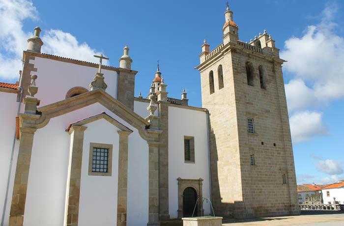 Vista de la Concatedral desde el mirador sobre el río Duero qué ver en Miranda do Douro