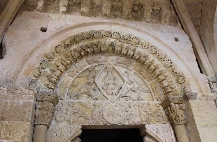 Portada del Santuario de Nuestra Señora de la Peña Senda de los dos Ríos