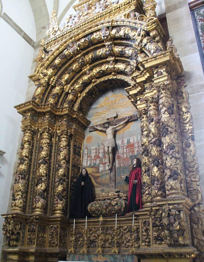 Retablo del Calvario en la Concatedral qué ver en Miranda do Douro