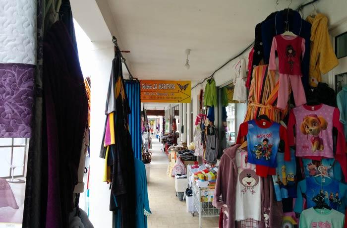 Varias tiendas de productos textiles qué ver en Miranda do Douro