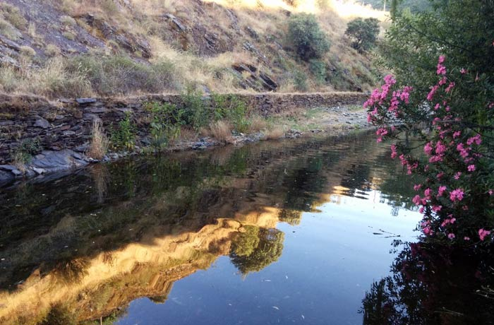 Tramo del río Quilamas anterior a la piscina y donde también es posible bañarse