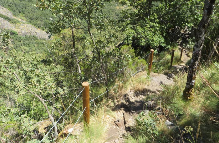 Barandilla al inicio de la bajada Cascada de Sotillo