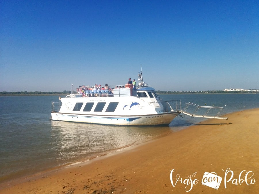 Barco que lleva hasta la playa de La Flecha cruzando el río Piedras playas de Huelva