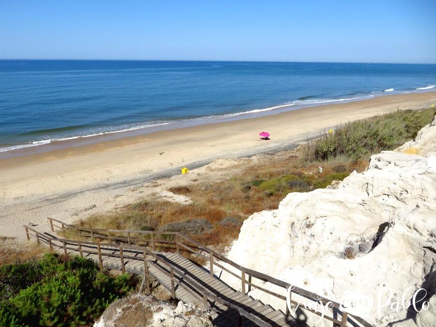 La playa de Cuesta Maneli desde lo alto del Acantilado del Asperillo playas de Huelva