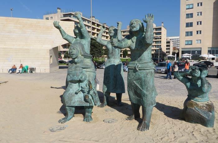 """Escultura """"Tragedia do mar"""" playa de Matosinhos Oporto"""