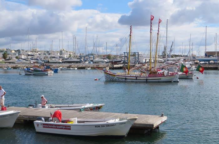 Barca en el que hicimos el paseo antes de partir del puerto de Lagos