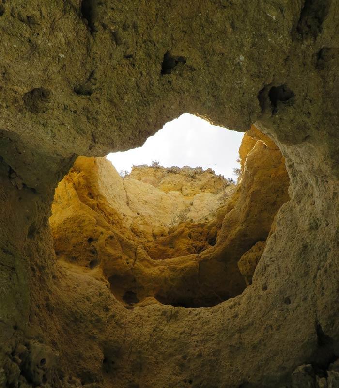 """""""Chimenea"""" de la gruta conocida como el """"Salón"""" grutas de Lagos"""