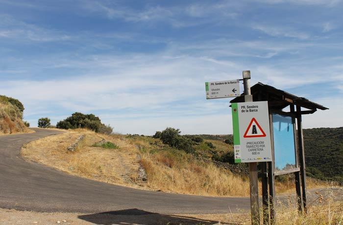 Enlace del Sendero de la Barca con la carretera a 600 metros de Vilvestre