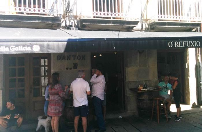 O Refuxio D'Anton comer en Baiona