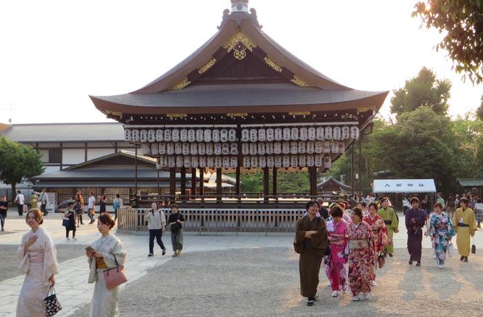 Ambiente en la tarde de un domingo en Kioto Japón por libre
