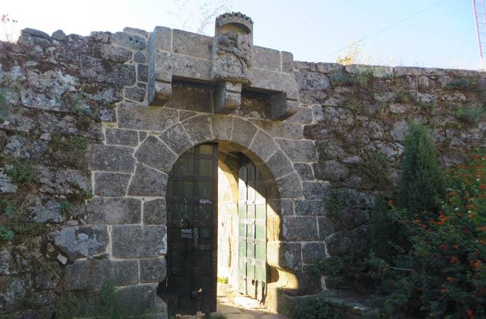 Puerta norte del Castillo del Castro