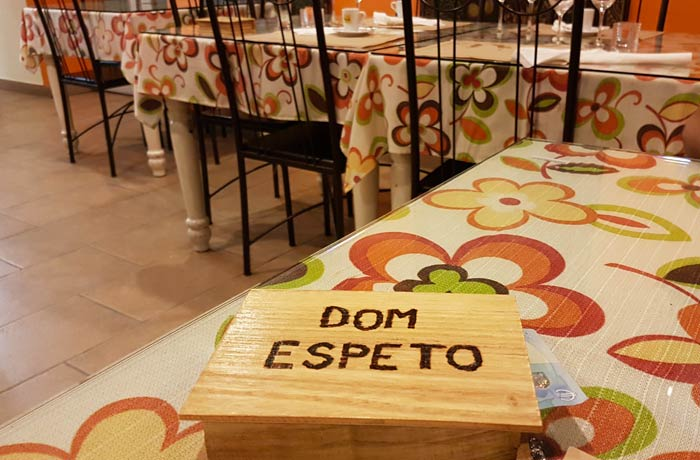 Caja donde entregan la cuenta en Dom Espeto comer en Coimbra