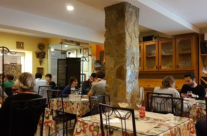 Interior de Dom Espeto comer en Coimbra
