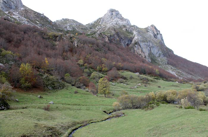 Paisaje de la ruta del Lago del Valle