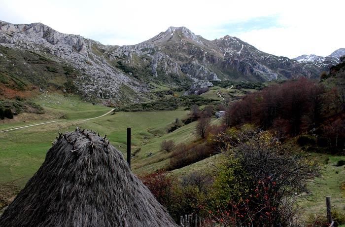 Palloza y cumbres de Somiedo ruta Lago del Valle