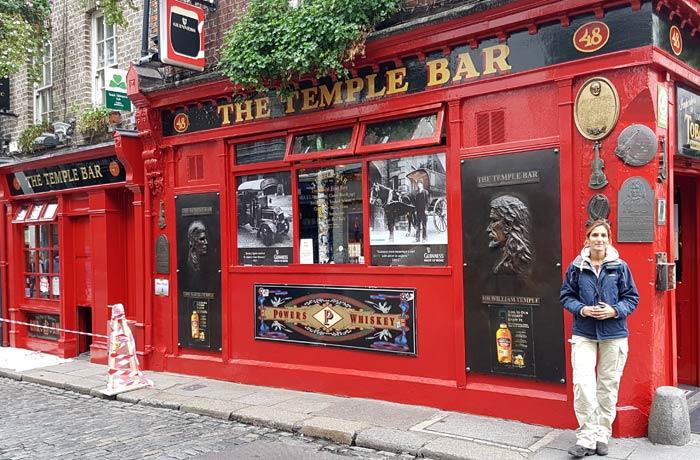 Estefanía en The Temple Bar de Dublín una semana en Irlanda