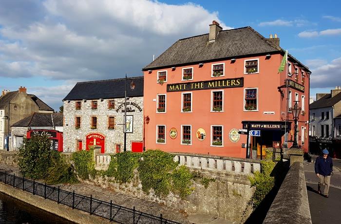 Uno de los puentes que cruzan el río Nore en Kilkenny una semana en Irlanda