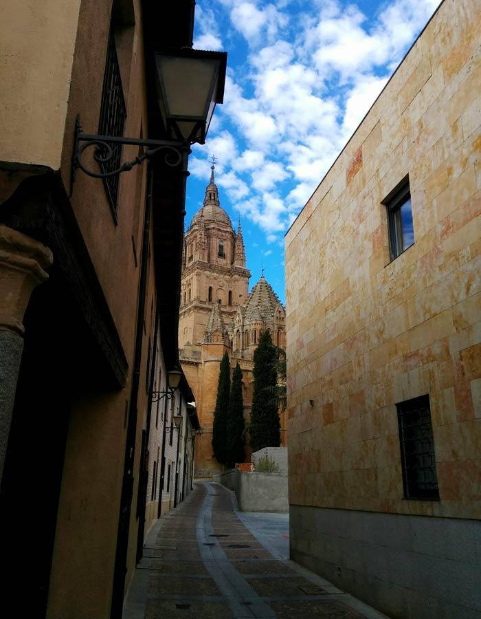 La calle Arcediano une el Patio Chico con el huerto de Calixto y Melibea Salamanca San Valentín