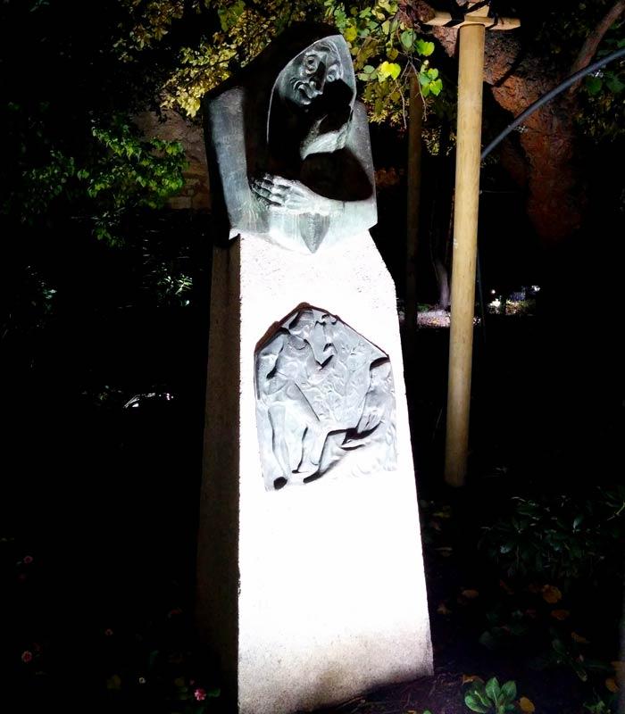 Escultura de La Celestina en el huerto de Calixto y Melibea Salamanca San Valentín