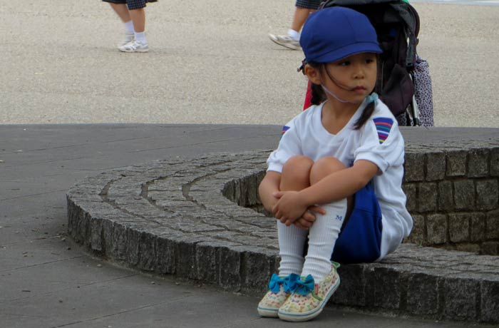 Un niña uniformada en Tokio curiosidades de Japón