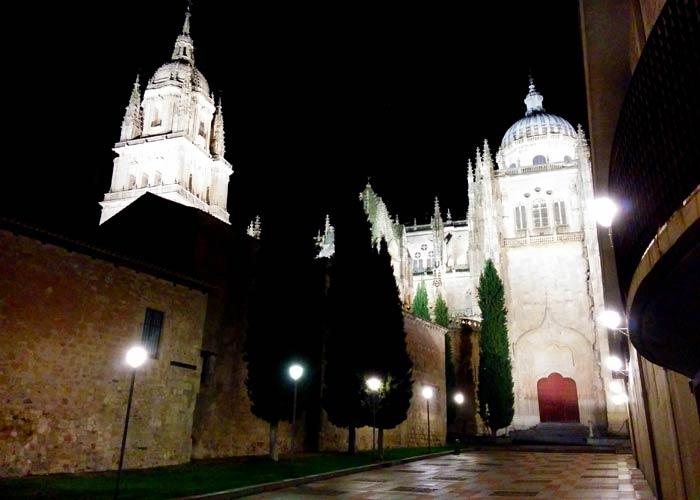 Patio Chico, en la soledad de la noche Salamanca San Valentín