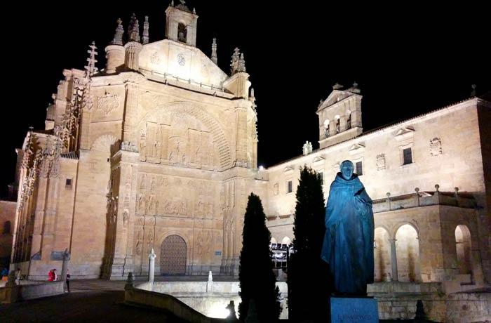 Iglesia de San Esteban y su espectacular iluminación Salamanca San Valentín