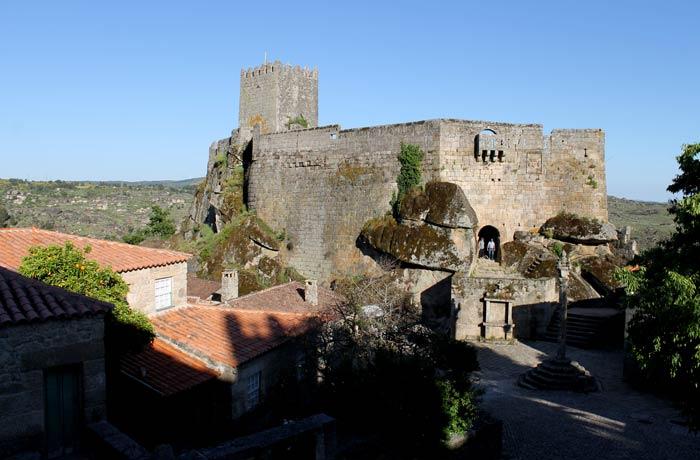 Vista del castillo de Sortelha desde la muralla