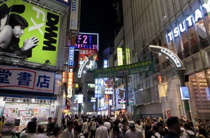 Calle Inokashira, una de las que salen del cruce de Shibuya