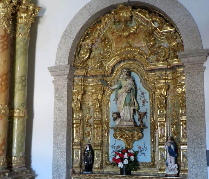 Imagen de Catalina de Alejandría en uno de los altares Capela do Senhor da Pedra
