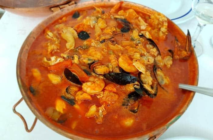 Cataplana de marisco y pescado comer en Figueira de Castelo Rodrigo