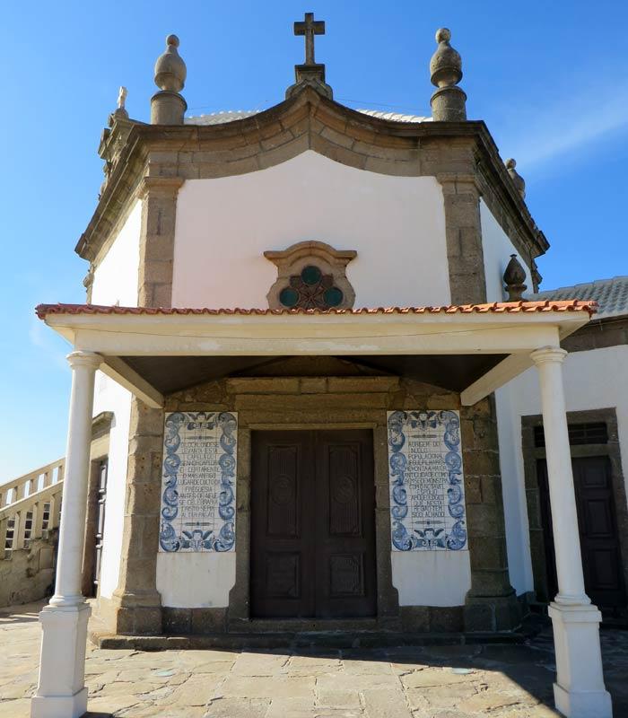 Entrada a la Capela do Senhor da Pedra