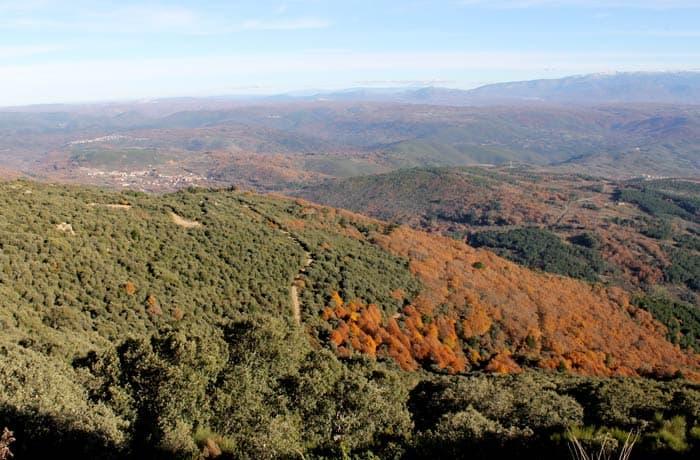 Espectacular vista desde la pista de regreso desde donde se divisan pueblos como Herguijuela y Madroñal Portilla Bejarana