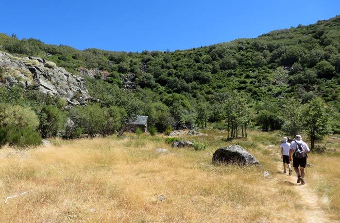 Sendero que se toma tras visitar la cueva de San Martín para comenzar la ascensión cañón del Tera