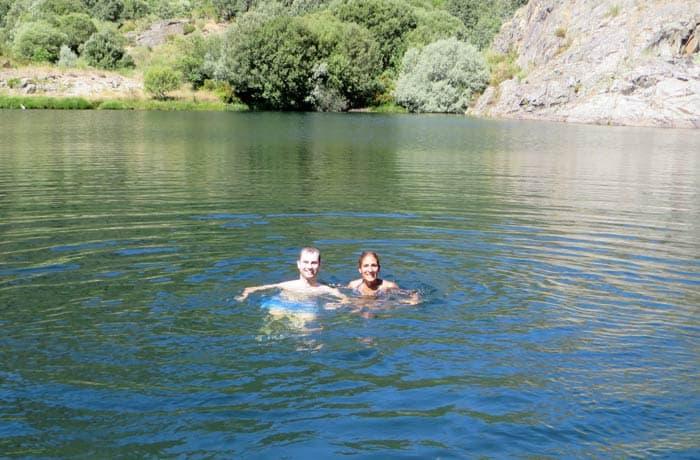 Dándonos un baño en la cueva de San Martín cañón del Tera