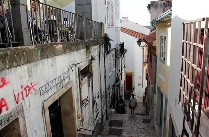 Una de las calles decadentes del centro de Coímbra