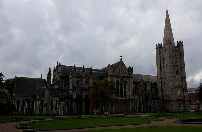 Catedral de San Patricio Dublín en un día