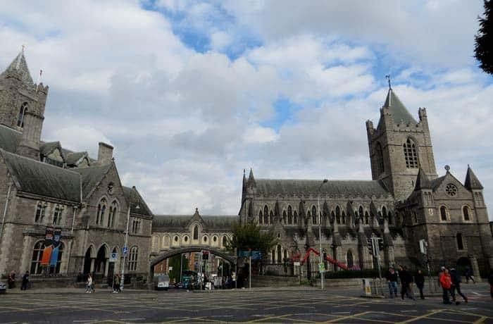 Christ Church o Catedral de la Santísima Trinidad Dublín en un día