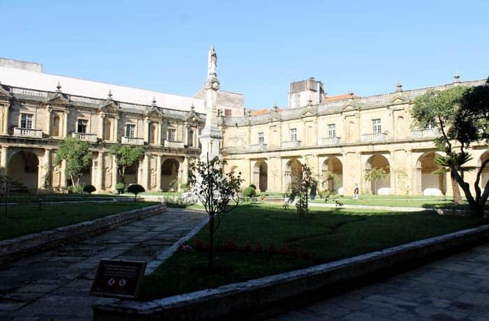Claustro del Monasterio de Santa Clara-a-nova qué ver en Coímbra