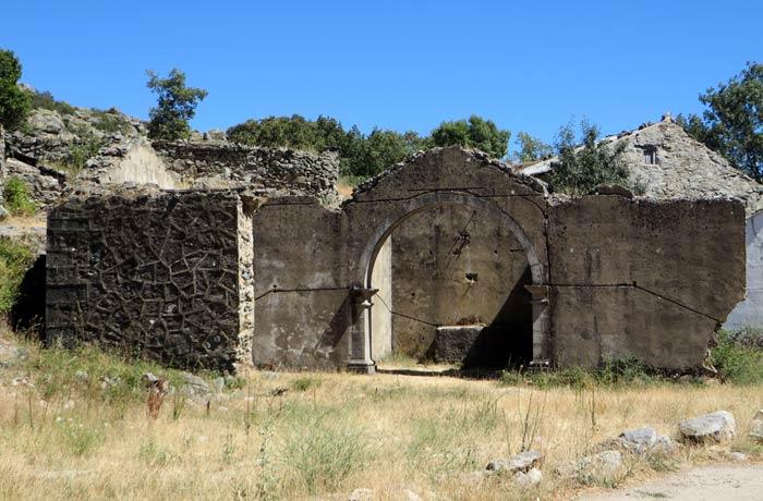Ruinas de la antigua iglesia de Ribadelago