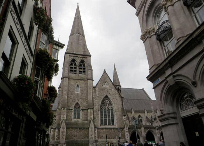 Iglesia de Saint Andrews Dublín en un día