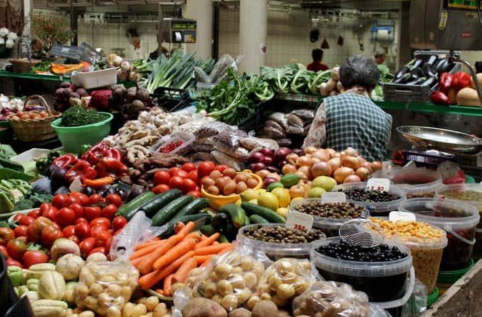 Uno de los puestos del Mercado Municipal D. Pedro V qué ver en Coímbra
