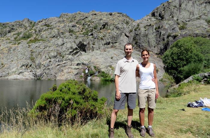 Posando ante la cueva de San Martín cañón del Tera