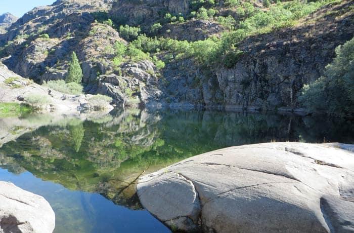 Una de las pozas más grandes que se ven en el recorrido por el cañón del Tera